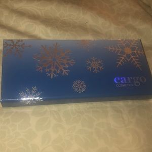 Cargo chill in the sky eye shadow palette